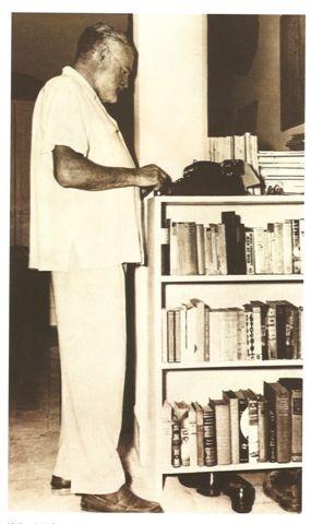 Hemingway-typewriter1
